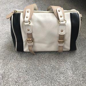 Purse with attachable strap